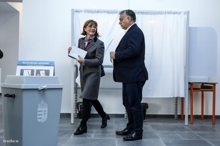 Orbán Viktor és felesége Lévai Anikó leadják szavazataikat