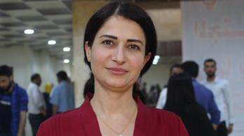 A török erők kirángatták autójából az egyik kurd párt női vezetőjét és agyonlőtték