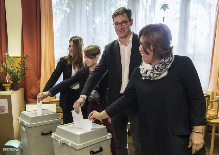 Gergely Karácsony and his family members cast their votes