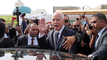 Elsöprő győzelmet aratott Szaíd jogászprofesszor a tunéziai elnökválasztáson