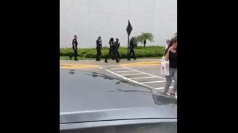 Lövöldözés volt egy floridai bevásárlóközpontban