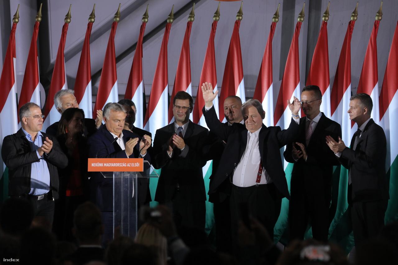 A leköszönő főpolgármester, Tarlós István, utána pedig Orbán Viktor miniszterelnök is tartott beszédet a budapesti Bálnában, a Fidesz-KDNP eredményváróján. Orbán azt mondta, Budapest vesztett egy polgármestert, ő viszont nyert egy tanácsadót. Tarlós pedig úgy fogalmazott, hogy nyugalmat szeretne és mindenkinek higgadtságot javasolt.