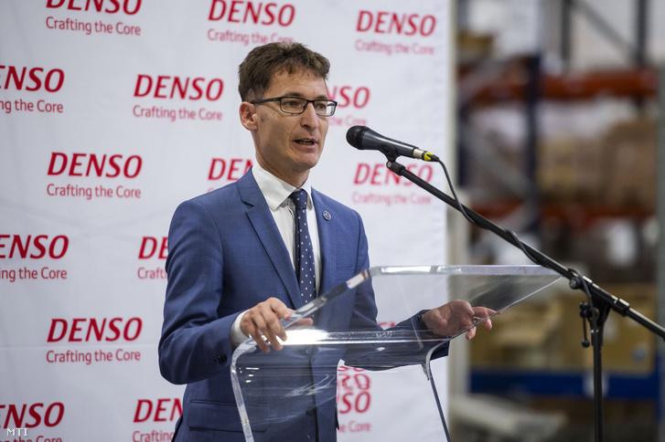 Cser-Palkovics András (Fidesz) polgármester beszédet mond a Denso Gyártó Magyarország Kft. székesfehérvári logisztikai központjának átadóünnepségén 2019. szeptember 20-án.