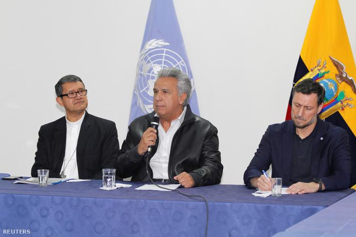 Moreno, Ecuador elnöke beszél az őslakosok vezetőivel rendezett találkozón Quitóban vasárnap
