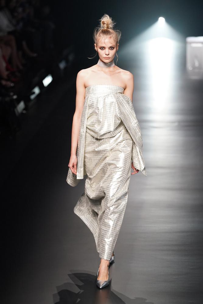 A képeken egy japán divattervező, Yoshikimono 2020-as tavaszi-nyári kollekcióját látja, mely egyértelműen nem a kacér ruhadarabokról szólt