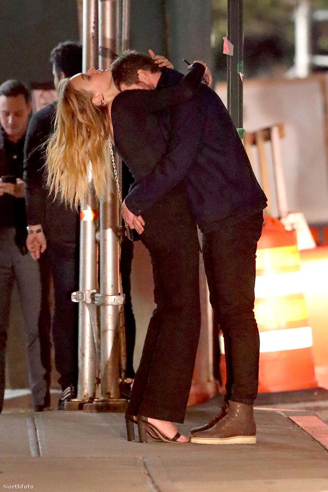 Hemsworth bele is fúrta a fejét szíve választottjának dekoltázsába, mintha be akarná habzsolni a színésznőt