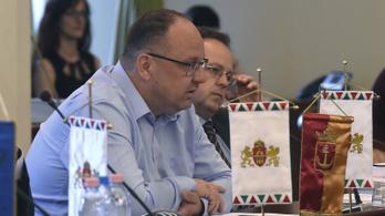 Elegánsan búcsúznak a távozó fideszes kerületi polgármesterek