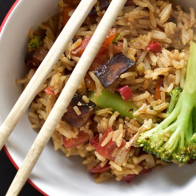 A sült rizs alapképlete: bármilyen maradékból elkészíthető