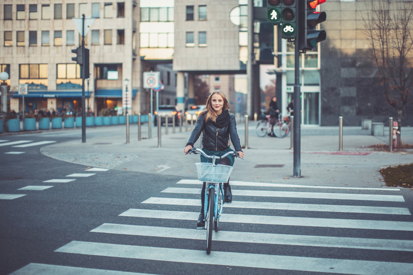 Büntethet-e a rendőr, ha a kerékpáros áthajt a zebrán? Megkérdeztük a rendőrséget