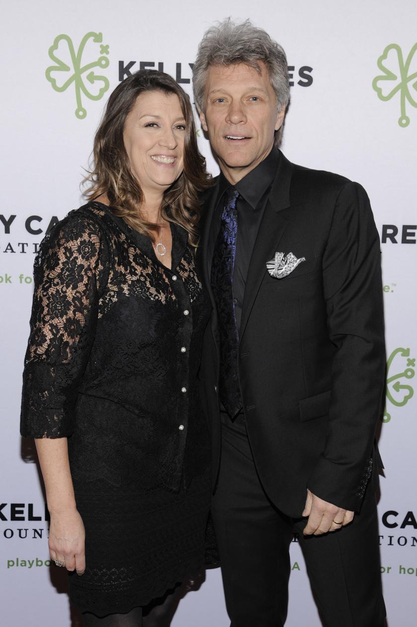 Jon Bon Jovi és felesége, Dorothea Hurley 1989-ben házasodtak össze, teljesen titokban. Még középiskolás korukban ismerkedtek meg.