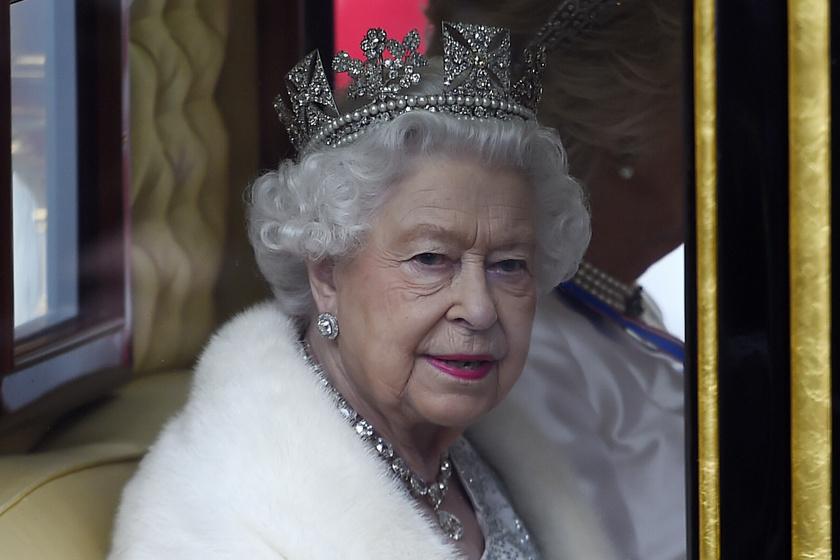 Erzsébet királynő álomszép ruhában tündökölt a Parlamentben - Koronát is viselt