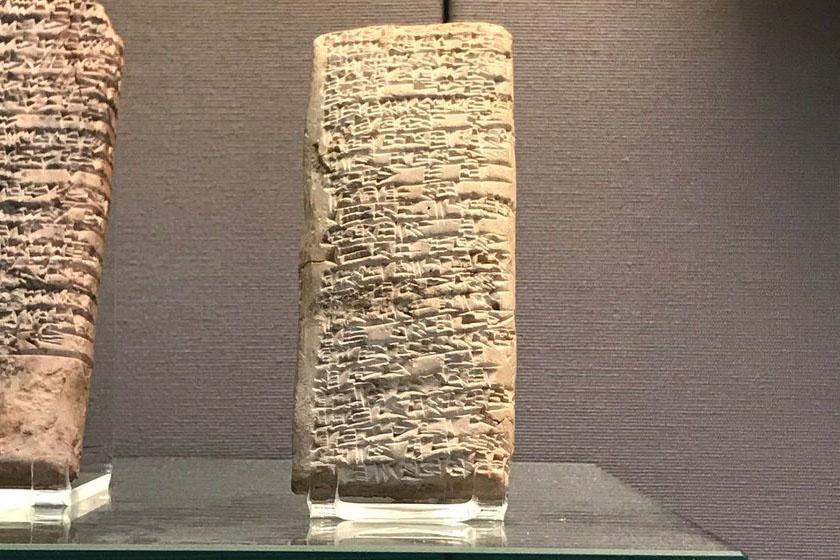 A panaszlevél ma a British Museum tárlatába tartozik. A többi elkövetkezendő tárgy mindegyike ugyancsak olyan jellegű dolog, ami a mi mindennapjaink része is.