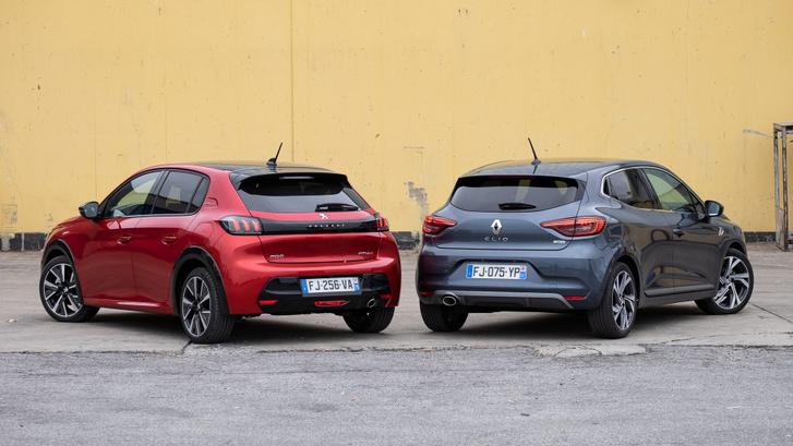 Szerintem a régi Clio (jobbra) hátulja karakteresebb volt. A Peugeot úgy jó, ahogy van