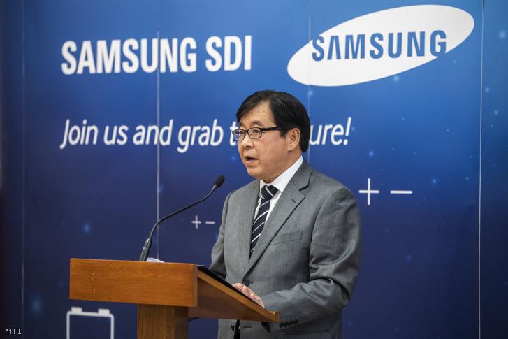 Km Vu Csan, a Samsung SDI Magyarország Zrt. gyártóközpontjának vezetője a Külgazdasági és Külügyminisztériumban tartott sajtótájékoztatón 2019. október 10-én. A dél-koreai cég mintegy 390 milliárd forintból bővíti gödi akkumulátorgyártó üzemét, a beruházás 1200 új munkahelyet hoz létre.