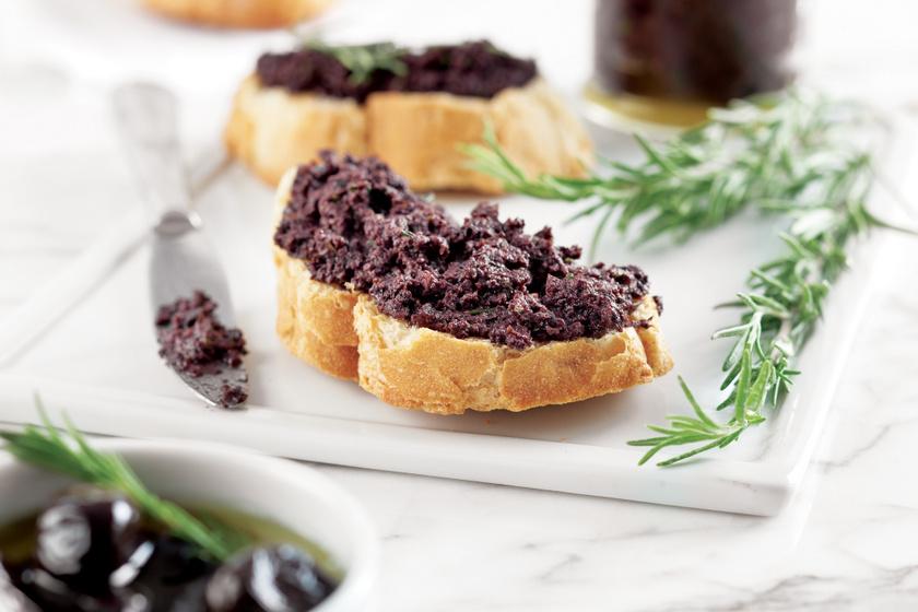 Isteni fekete olívakrém: szendvicsekbe és húsok mellé is tökéletes