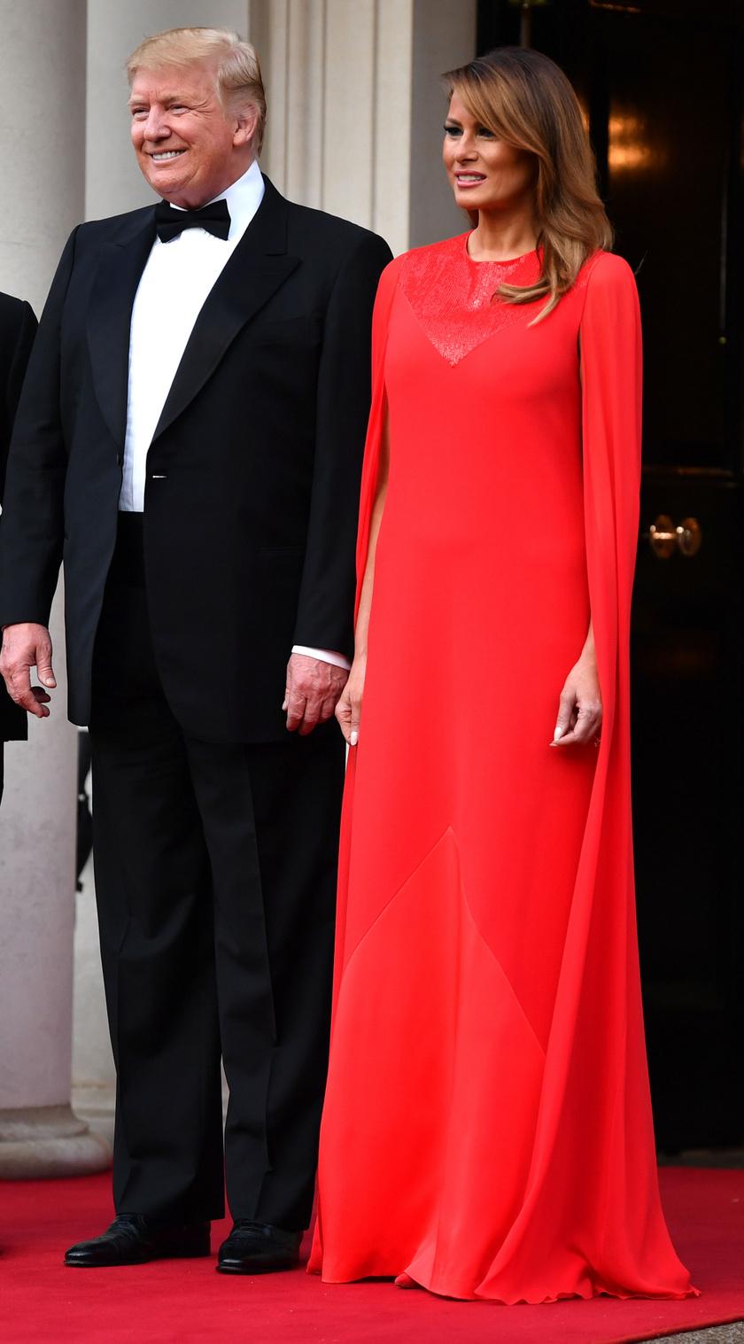 Melania Trump Givenchy estélyije telitalálat volt, a kreációt 2019 júniusában, az Egyesült Királyságban rendezett díszvacsorán viselte.