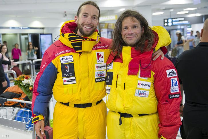 Suhajda Szilárd (b) és Klein Dávid hegymászók a Magyar K2 Expedíció tagjai a Liszt Ferenc Budapest Nemzetközi Repülõtéren 2019. augusztus 4-én.