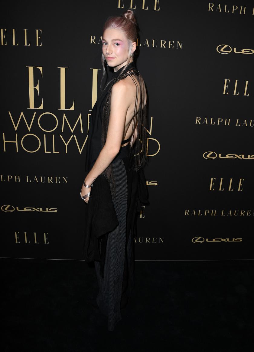 Remek választás volt ez a Loewe ruha - Hunter fantasztikusan néz ki benne. A rózsaszín smink és haj pedig még nőiesebbé teszi az összhatást.