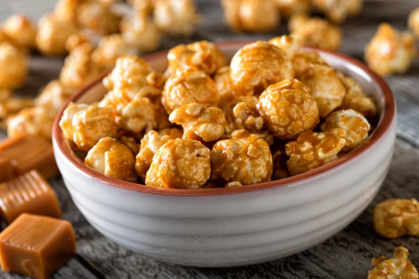 Karamellizált popcorn recept