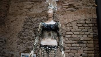 Mi köze Sissi menyasszonyi ruhájának Medveczky Ilona fellépőruhájához?