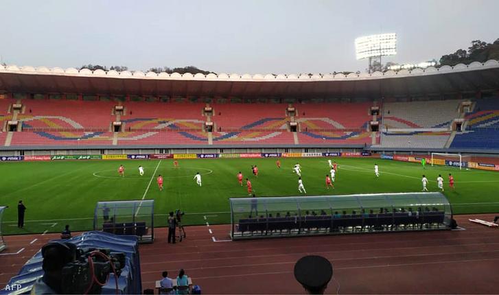 Az Észak-Korea–Dél-Korea-meccset üres stadionban játszották le