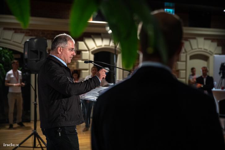 Kósa Lajos a Fidesz eredményváró rendezvényén, a Bálnában vasárnap este