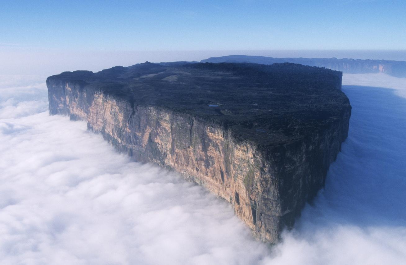 roraima-hegy-szikla-felhőben
