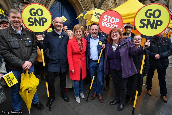 Nicola Sturgeon egy brexit ellenes tüntetésen