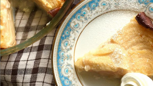 A palacsinta és a pite szerelemgyereke: körtés-mogyorós clafoutis