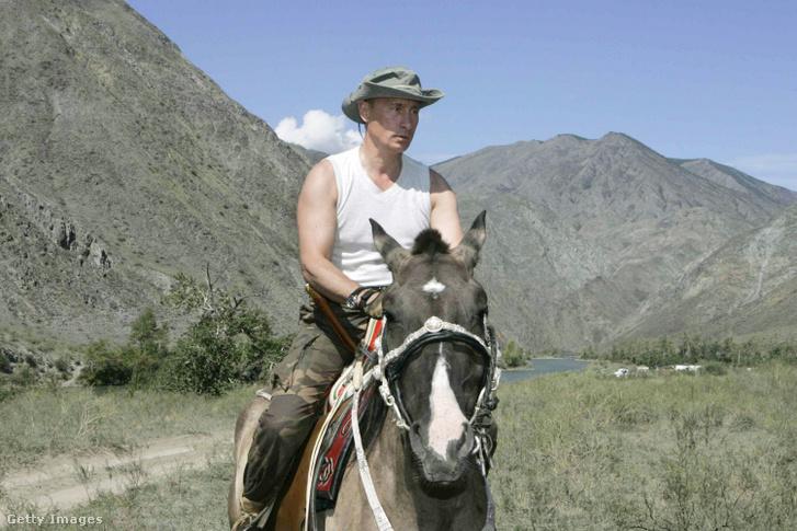 Vlagyimir Putyin lovagol a Szaján-hegységben 2007-ben
