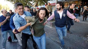 24 embert tartóztattak le Törökországban a szíriai offenzíva kritizálásáért