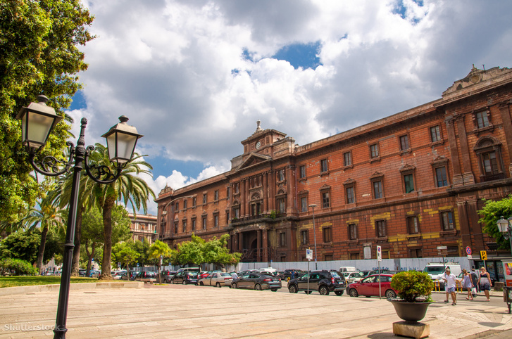 A Palazzo Archita az Újvárosban: a nemzeti dicsőség és a nagyzás korszakának tarantói jelképe, amit nem igazán tudnak hasznosítani.