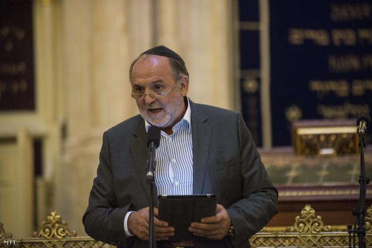 Németh Sándor a Hit Gyülekezete vezető lelkésze beszél a Békés demonstráció Izraelért című rendezvényen 2014. július 27-én.