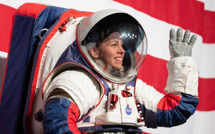 Kristine Davis, a NASA űrruhatervező mérnöke mutatta be az xEMU szkafandert