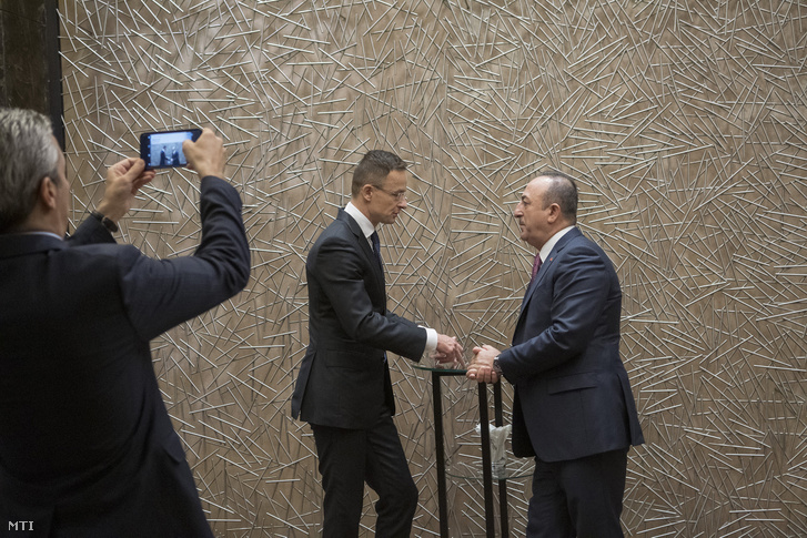 Hungarian Minister of Foreign Affairs Péter Szijjártó meeting Turkish FM Mevlüt Cavusoglu (r) in Baku on 15 October 2019.