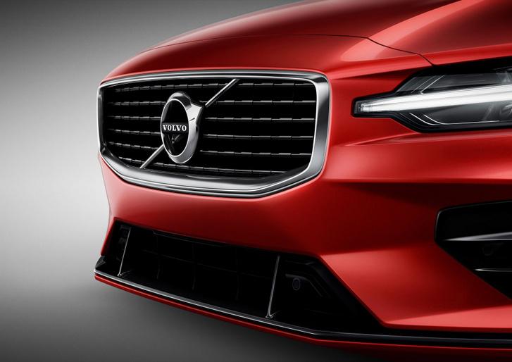230900 New Volvo S60 R-Design exterior