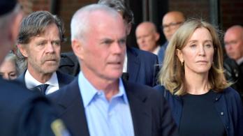 Felicity Huffman ma kezdi kéthetes büntetését a luxuskóterben