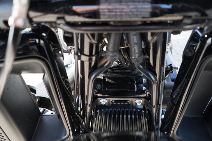 Egy nyitott térdvédő-szellőző, és a twin cooling vízcsövei