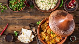Marokkó otthon: Csirkés tazsin citrommal, mézzel és gránátalmával