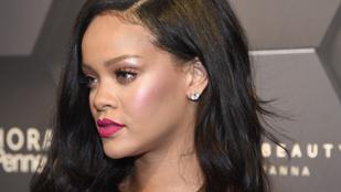 Rihanna lassított felvételen mutatta meg magát bikiniben