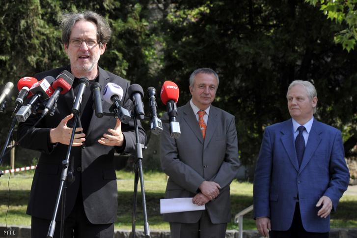 Baán László, a Liget Budapest projekt kormánybiztosa beszédet mond a Holnemvolt Park avatásán, amely az egykori Budapesti Vidámpark területén nyílt 2014. április 29-én