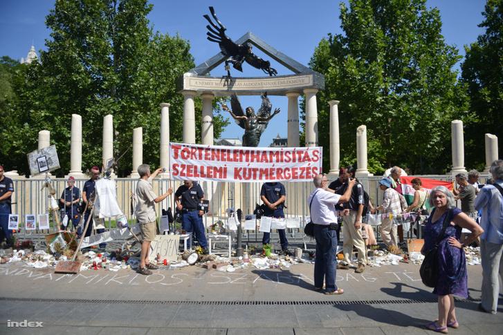 Német megszállási emlékmű 2014-ben