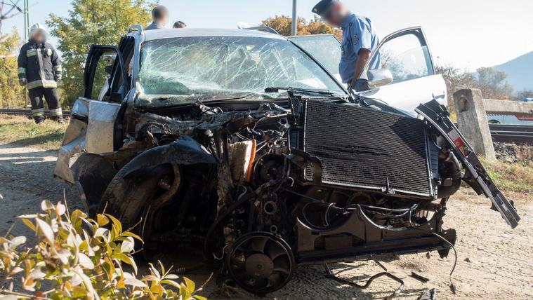 Autósok halnak az átjárókban, reagált a MÁV