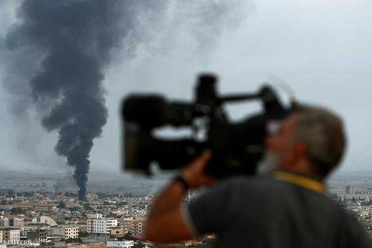 Füst egy szírai város felett 2019. október 16-án.