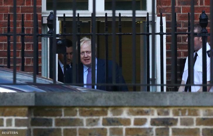Boris Johnson a mai napon, miközben elhagyta a Downing Street 10-et