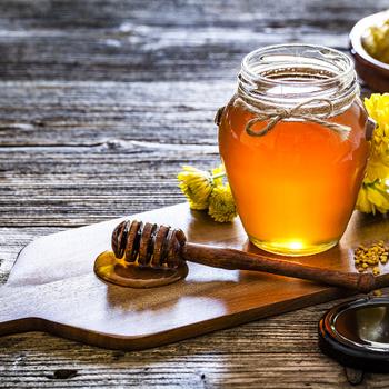 Rengeteg a cukor benne, de miért érdemes mégis mézet fogyasztani?