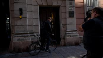 Biciklivel érkezett a Városháza átvételére Karácsony Gergely