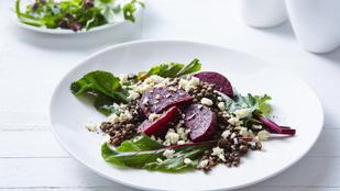 Ezt próbáld ki vacsorára: céklasaláta szilvával és pekándióval
