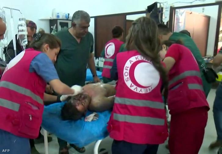 Egy sebesült ellátása a kurd RUDAW csatorna képén csütörtökön, a Tal Tamir városában található kórházban, közel a a török határnál található Ras al-Ainhoz