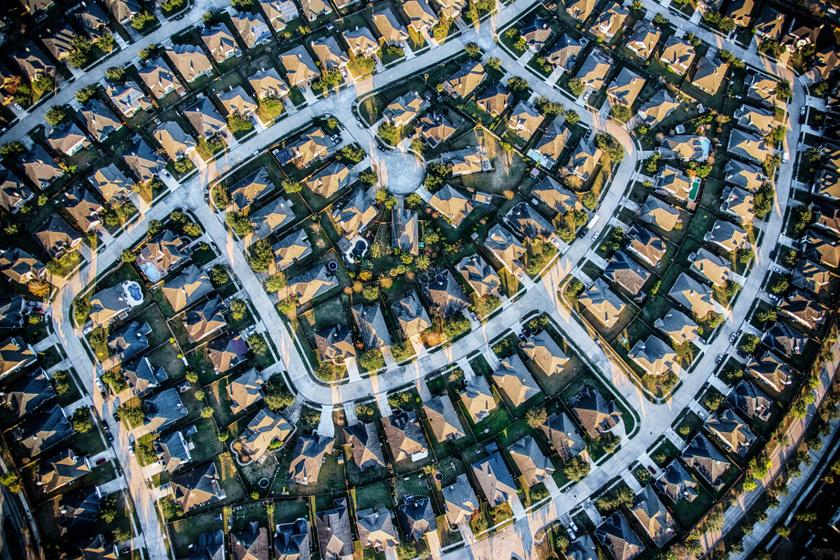 Furcsa alakzat rajzolódik ki a település házaiból: a levegőből látszik igazán